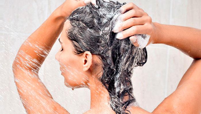 lavar-os-cabelos-todos-os-dias